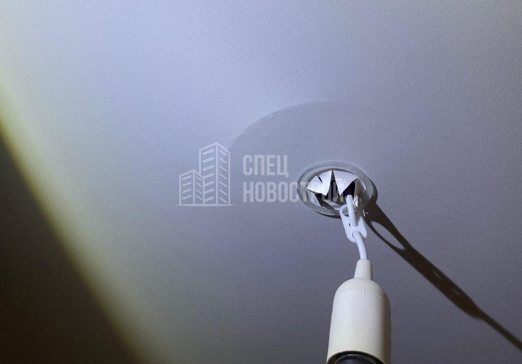 втягивание полотен натяжных потолков при открытом окне