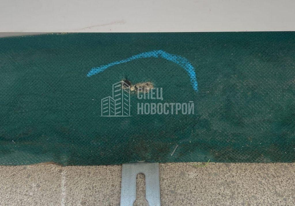 повреждение пароизоляционной ленты монтажного шва балконного блока