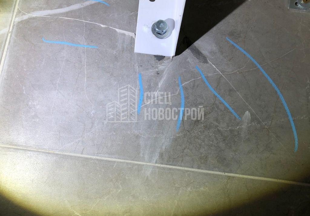 трещины на настенной плитке