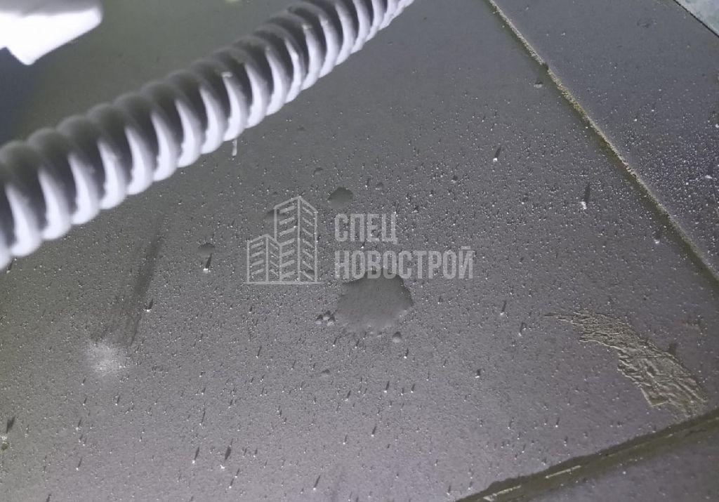 следы протечки воды под сифоном ванны