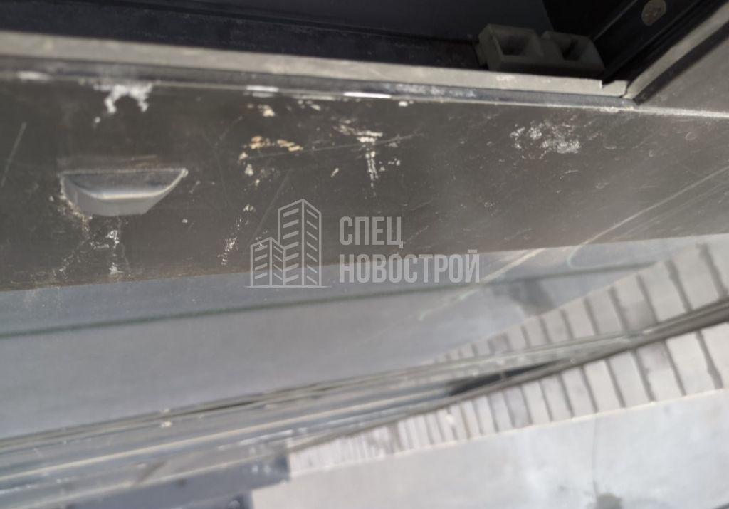 царапины на лкп профиля оконного блока с внешней стороны